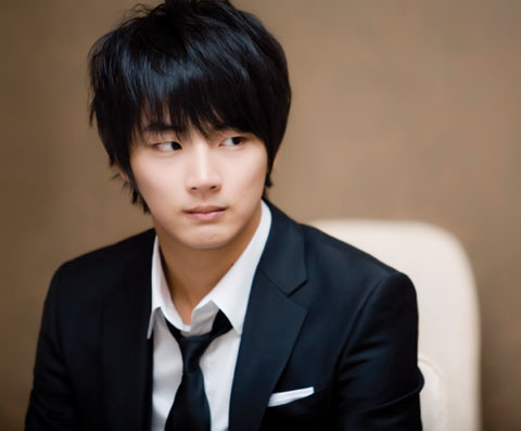 "Yoon Shi Yoon's New Nickname Is ""Study King"""