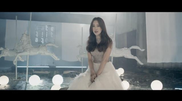 "Baek Ji Young Releases Comeback MV for ""Hate"" Feat. Yiruma"