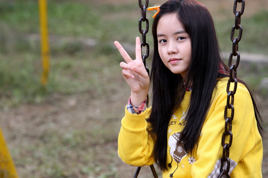 Child Actress Kim So Hyun Plays Female Lead in Boyfriend's Newest Music Video