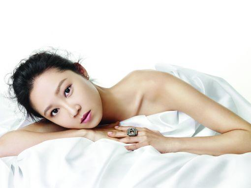 """Fashionista Actress Gong Hyo Jin Poses For Magazine """"High Cut"""""""