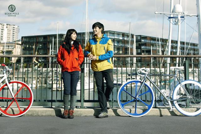Kim Soo Hyun and Suzy Bean Pole
