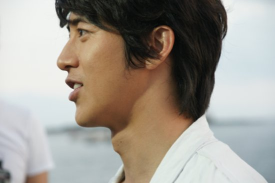 Go Soo's Baby Picture Revealed After His Wife Gives Birth to Baby Boy