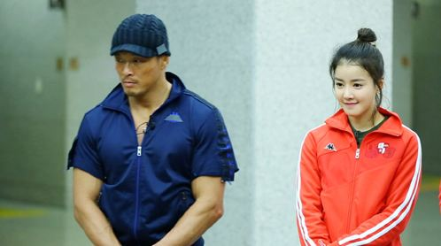 "Lee Shi Young and Fighter Chu Sung Hoon Spotted Filming ""Running Man"""