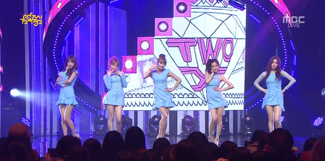 "Two X Makes Their Comeback Performance on Music Core with ""Ring Ma Bell"""