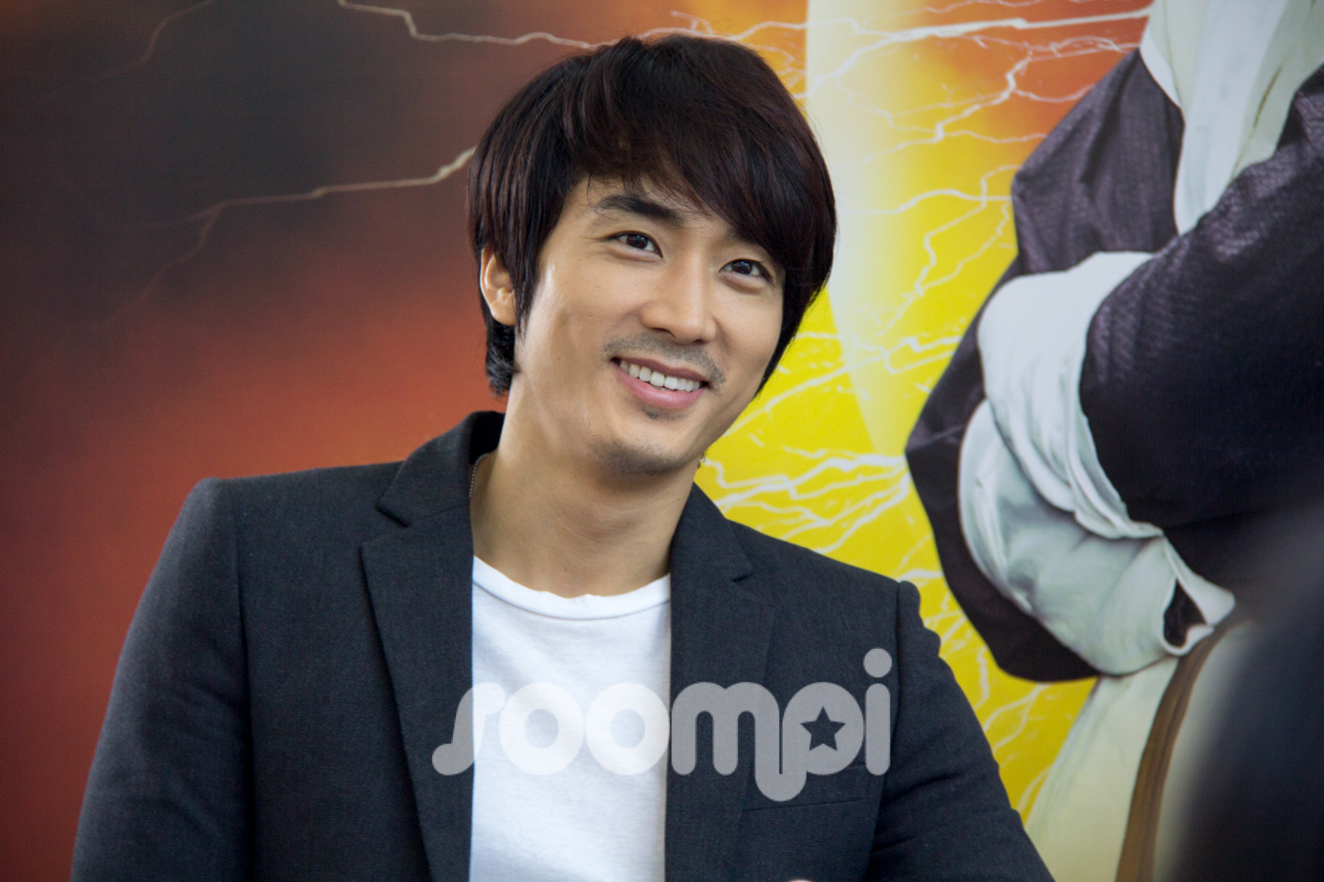 "Song Seung Heon Slips into Singapore for ""Dr. Jin"""