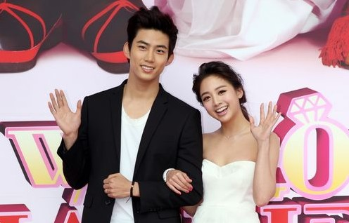 "2PM's Taecyeon and Wu Ying Jie Give Each Other ""10 Points Out of 10"""