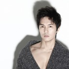 """Kim Dong Wan Leaves """"Shinhwa Broadcast"""" Temporarily Due to Busy Schedule"""