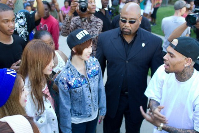 T-ara N4 and Chris Brown Finally Meet Face-to-Face