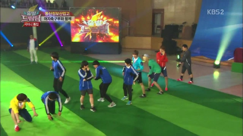 "SHINee Dances Sherlock with Lucky Fans on ""Dream Team"""