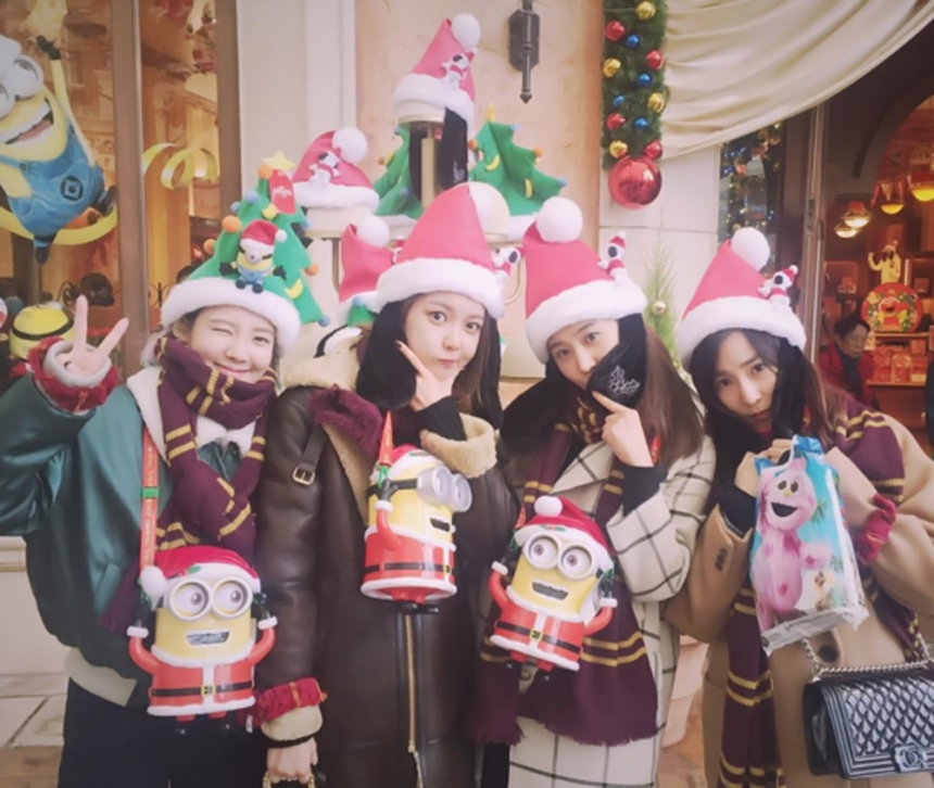 Girls Generation Members Are Complete of Christmas Cheer