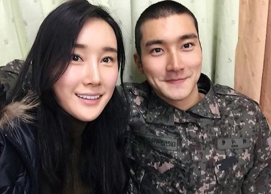 Super Juniors Choi Siwon Shares Sweet Snapshot With His Sister
