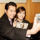 Jung Woo Sung and Kim Ha Neul Show Off Chemistry in Selfies While Promoting New Film