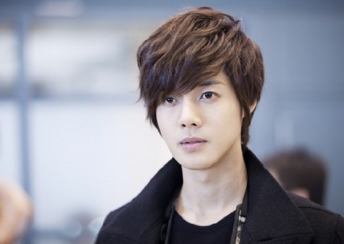 Custody Wrestle Between Kim Hyun Joong and Ex-Girlfriend Holds First Hearing
