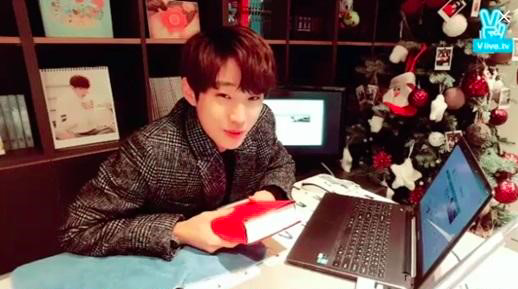 B1A4s Jinyoung Exhibits His Happy Concerns to His Fans