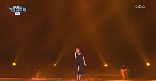 Son Seung Yeons Backup Singer Falls Off Stage During 2015 KBS Song Festival