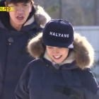 "Lee Kwang Soo Responds to Song Ji Hyo's Aegyo By Kicking Her on ""Running Man"""