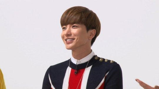 "Leeteuk Exhibits the Secret Behind Super Junior's Longevity on ""Weekly Idol"""