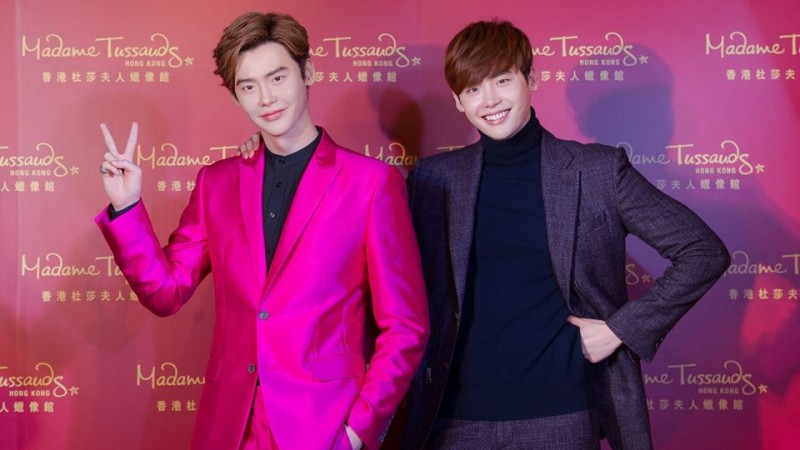 Lee Jong Suk Poses With His Wax Figure at Madame Tussauds Hong Kong