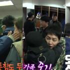 """""""Running Man"""" Cast Warmly Hugs Song Joong Ki as They Reunite in Locker Room"""
