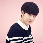 Park Hae Jin Fulfills Fan's Wish With Surprise Visit to Her High School