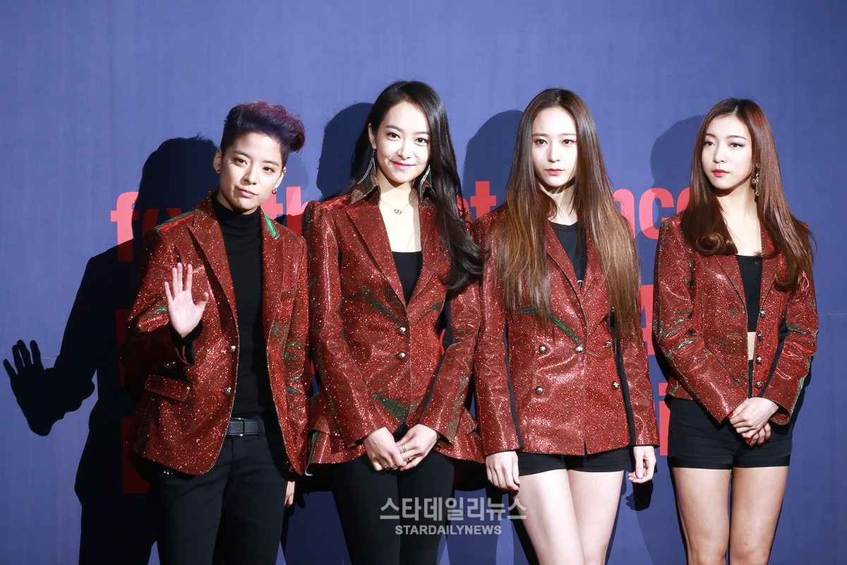 f(x) Announces Official Fan Club Name During First Solo Concert