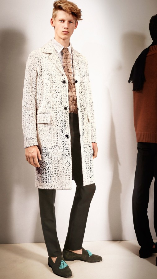 burberry-starched-lace-kang-dong-won