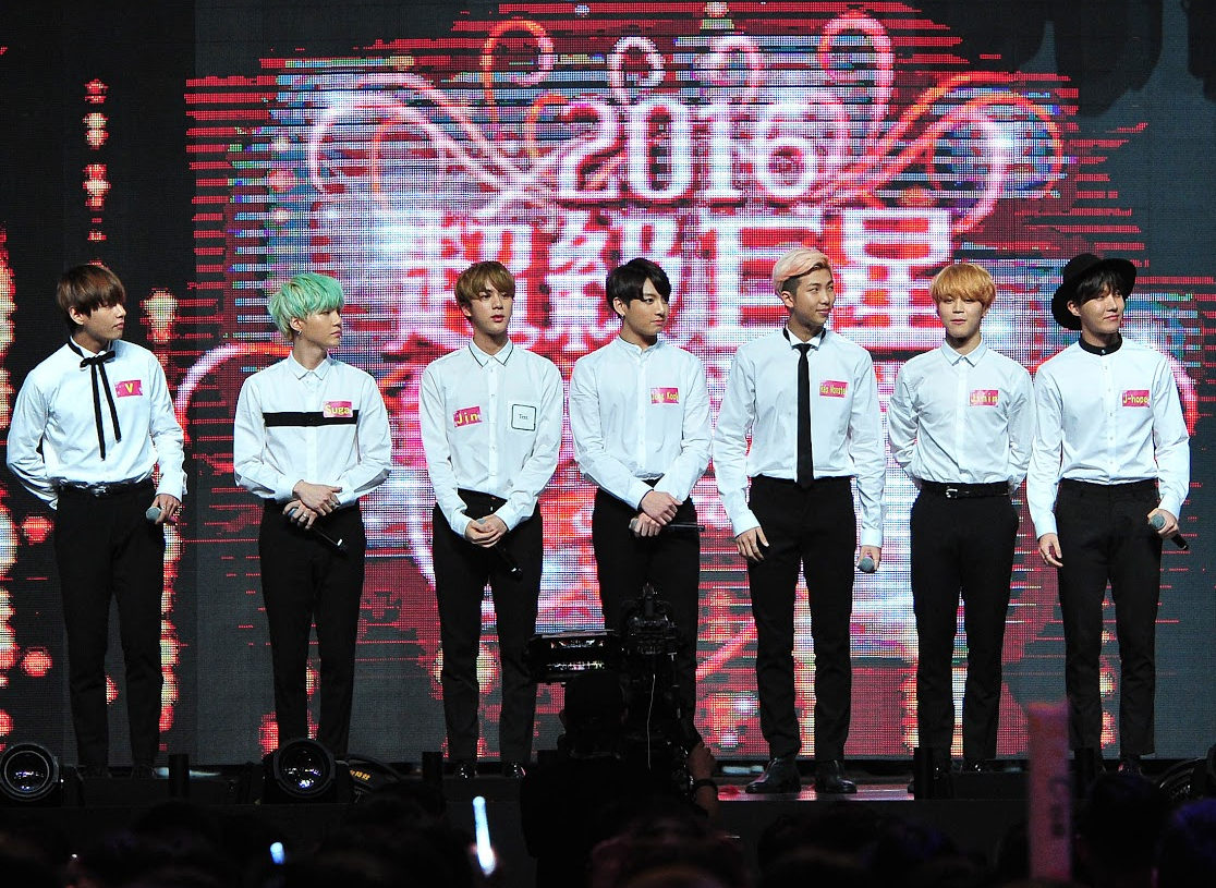 "Watch: BTS Wows Fans in Taiwan on ""2016 Super Star: A Red & White Lunar New Year Special"""