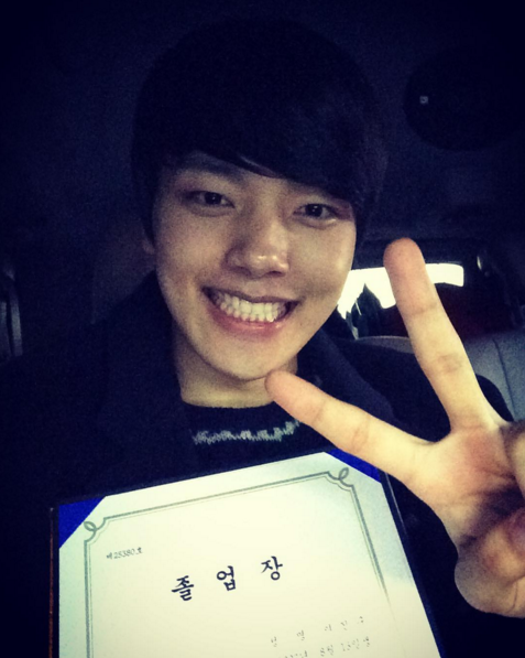 Yeo Jin Goo Celebrates His High School Graduation