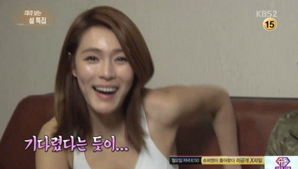 "Kahi Shows Off Her Defined Abs on ""Entertainment Weekly"""
