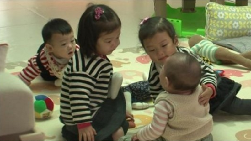 Ki Tae Young Takes on the Challenge of Babysitting Lee Dong Gooks Children