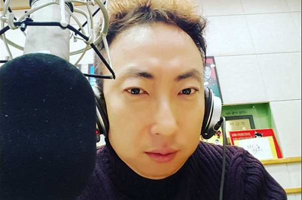 Park Myung Soo Helps Out With Chores During Lunar New Year Holidays