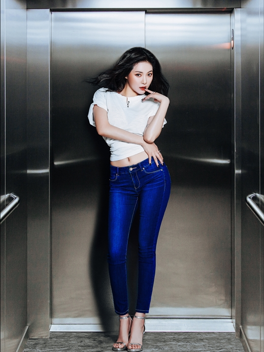 4Minute's HyunA Is Blessed With Good Jeans in CLRIDE.n ...