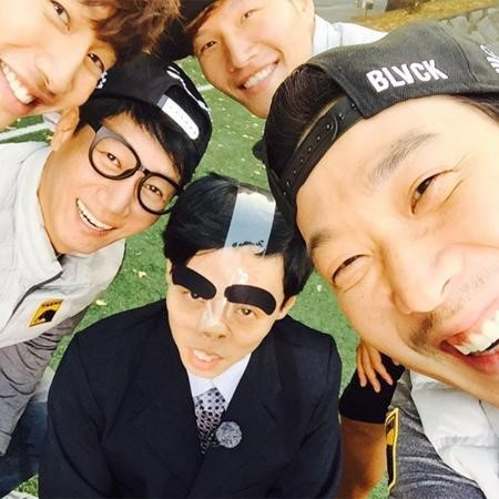 Haha Posts Hilarious Photo of Yoo Jae Suk for Ji Suk Jin's Birthday