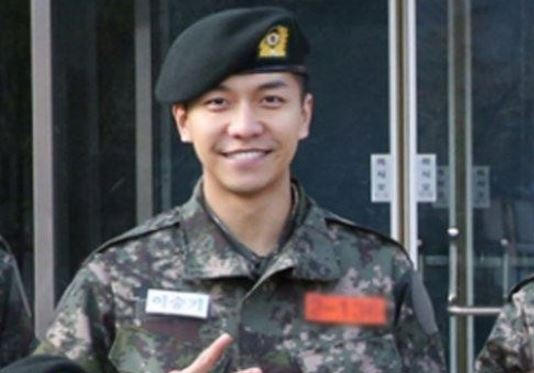 Lee Seung Gi's Photo from Military Revealed