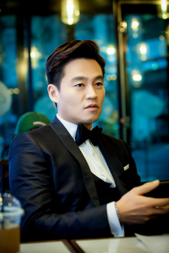 "Lee Seo Jin Transforms His Image in Upcoming Drama ""Marriage Contract"""