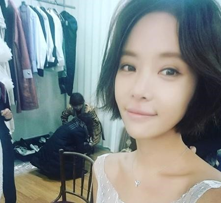 Hwang Jung Eum Shares a Snapshot of Herself Preparing for Wedding