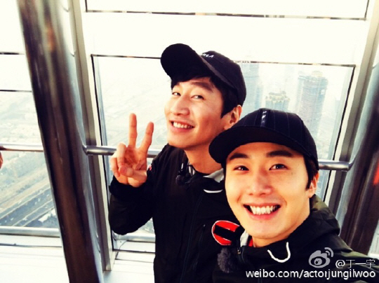 "Jung Il Woo Shares Pictures Of ""Running Man"" Filming in Dubai"