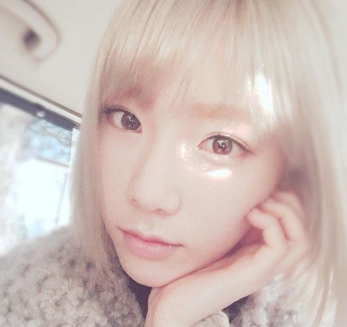 Girls Generations Taeyeon Shares Photo of Hair Dye Job Gone Bad