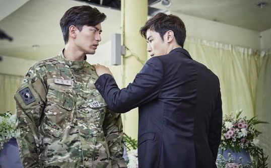 "Lee Jin Wook and Kim Kang Woo Show Friendship Gone Bad in ""Goodbye Mr. Black"" Stills"