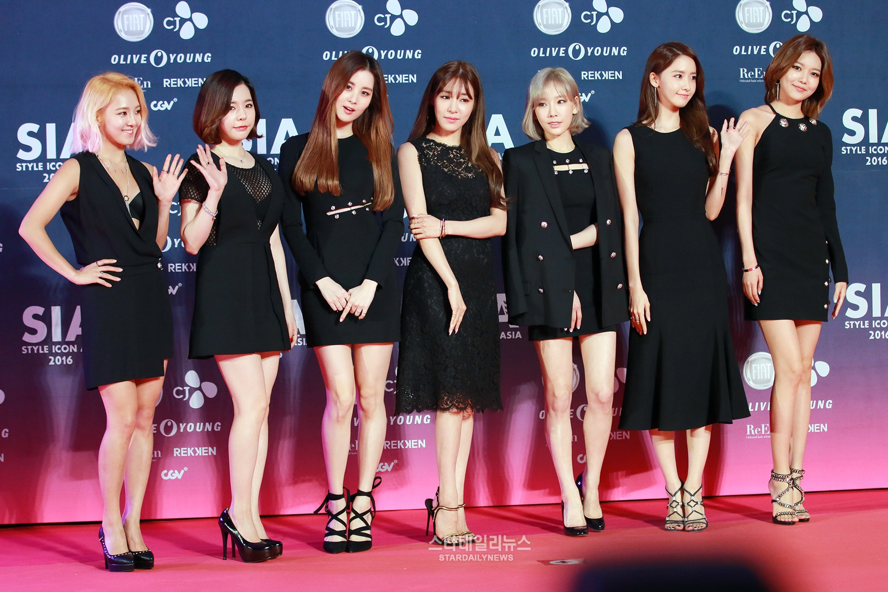 Girls Generation, Song Joong Ki, Taemin, and More Own the Red Carpet at Genre Icon Asia 2016