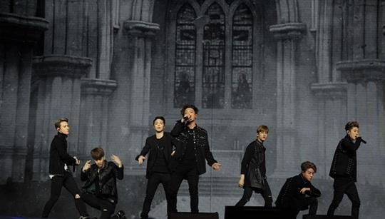 iKON performance