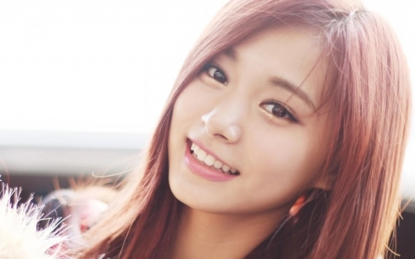 TWICEs Tzuyu Graduates Middle School and Plans to Attend High School in Korea