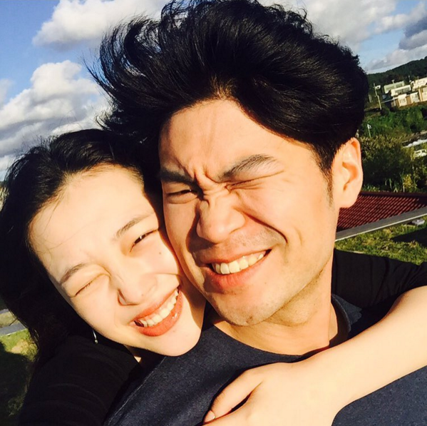 Sulli and Choiza Dispel Smash Up Rumors With Lovey-Dovey Photos