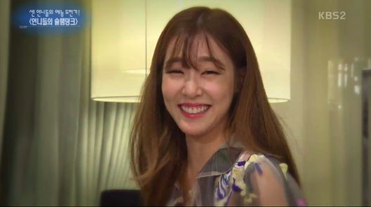 "Tiffany Gets Into a Cute Competition With Hong Jin Kyung on ""Entertainment Weekly"""