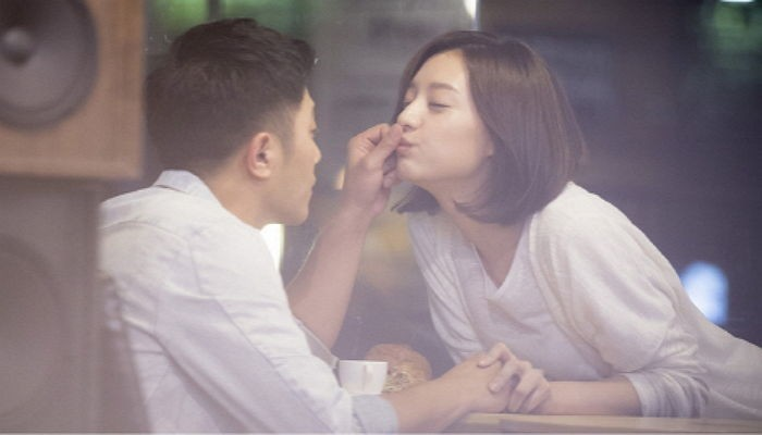 """Jin Goo and Kim Ji Won's Bed Scene Revealed to Have Been Edited Out of """"Descendants of the Sun"""""""