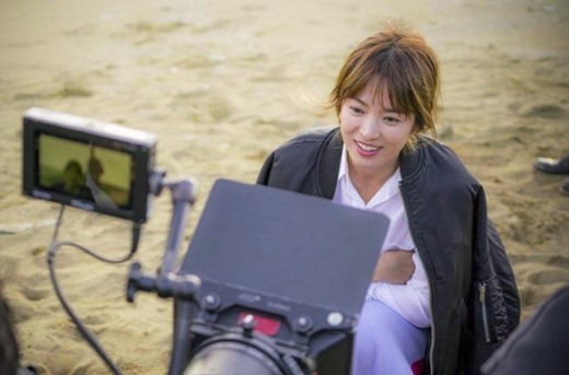 Song Hye Kyo Shares Photos From Descendants of the Sun Set