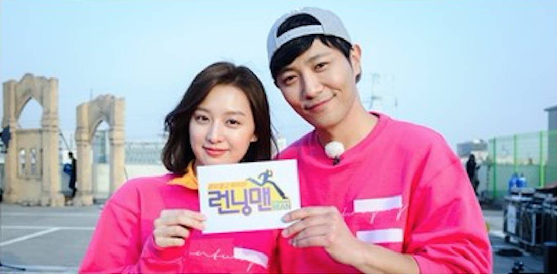 "Jin Goo And Kim Ji Won Reenact Heart-Breaking ""Descendants Of The Sun"" Scene On ""Running Man"""
