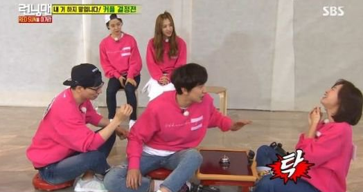 "Lee Kwang Soo Plays Dirty In Attempt To Become Kim Ji Won's Partner On ""Running Man"""