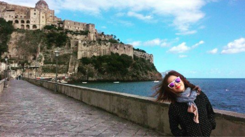 Kim Tae Hee Is More Than Your Average Tourist In Italy