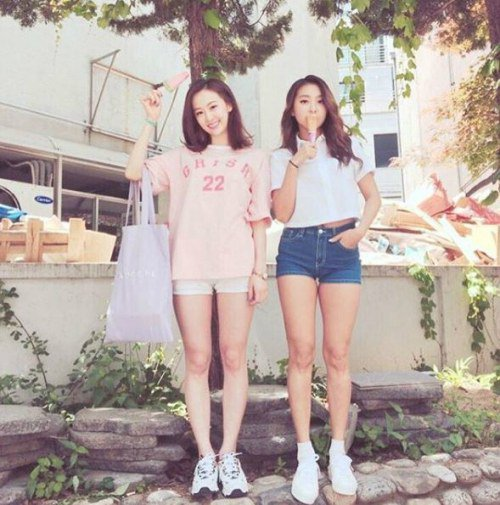 SISTARs Bora And Dasom Go On A Summer Ice Cream Date